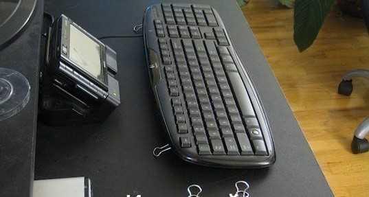 Бумажные зажимы в качестве ножек клавиатуры