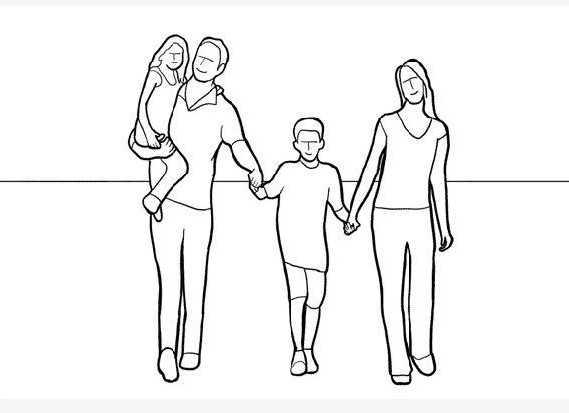 Семья гуляющая, взявшись за руки