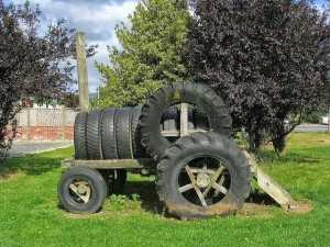 Трактор из шин.